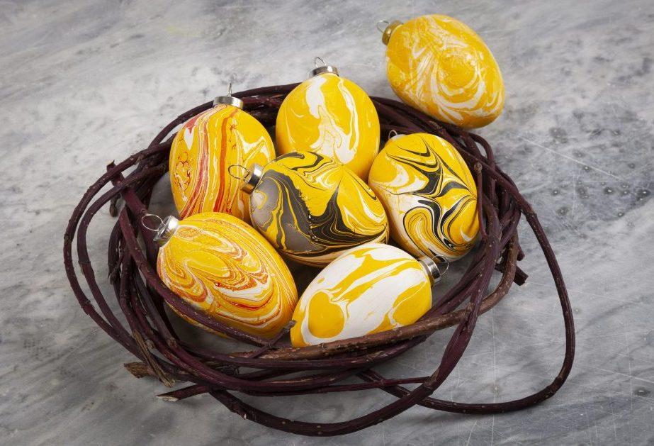 Terracotta eieren gedecoreerd met marmerverf