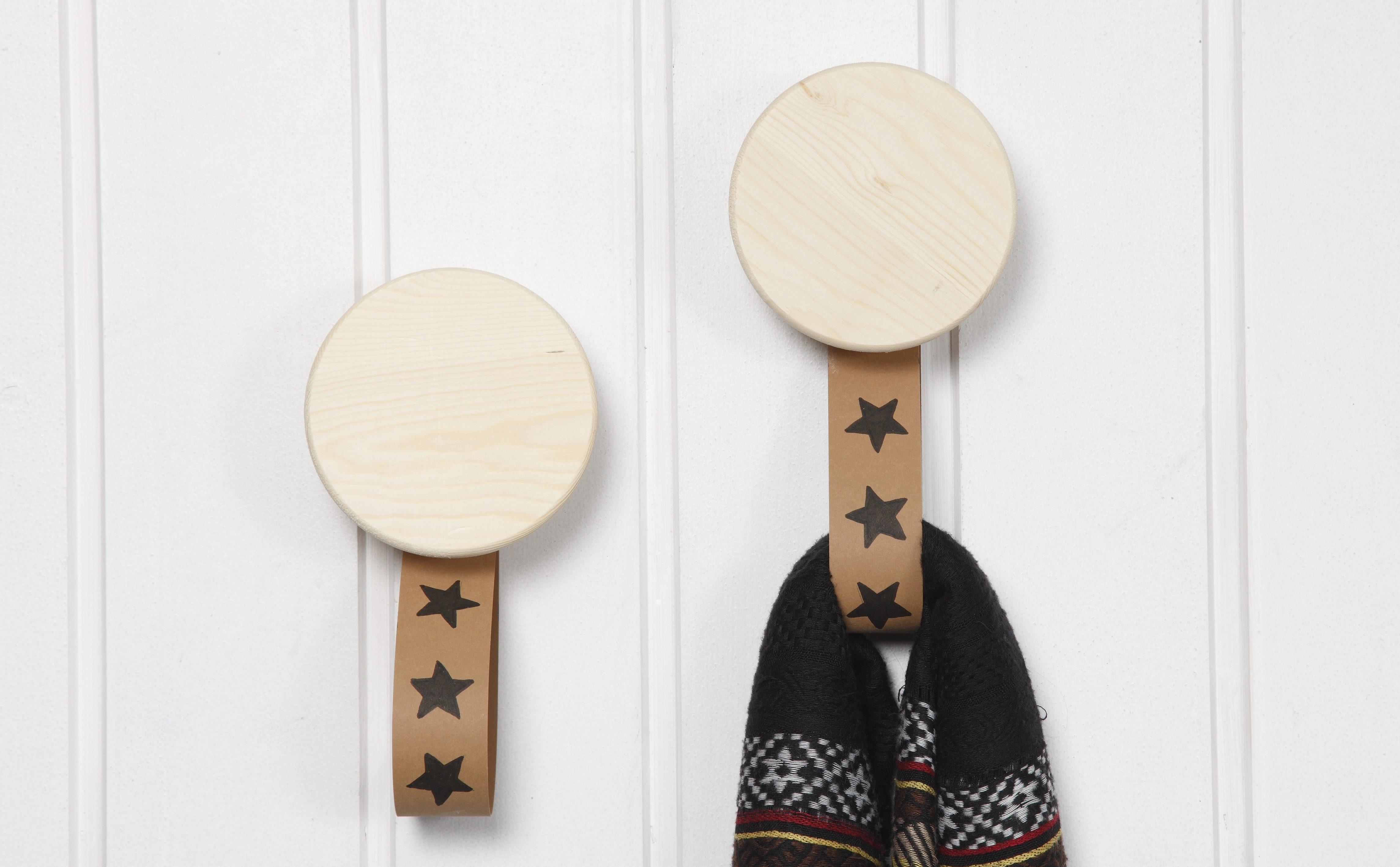 leerpapier en houten haken inspiratie