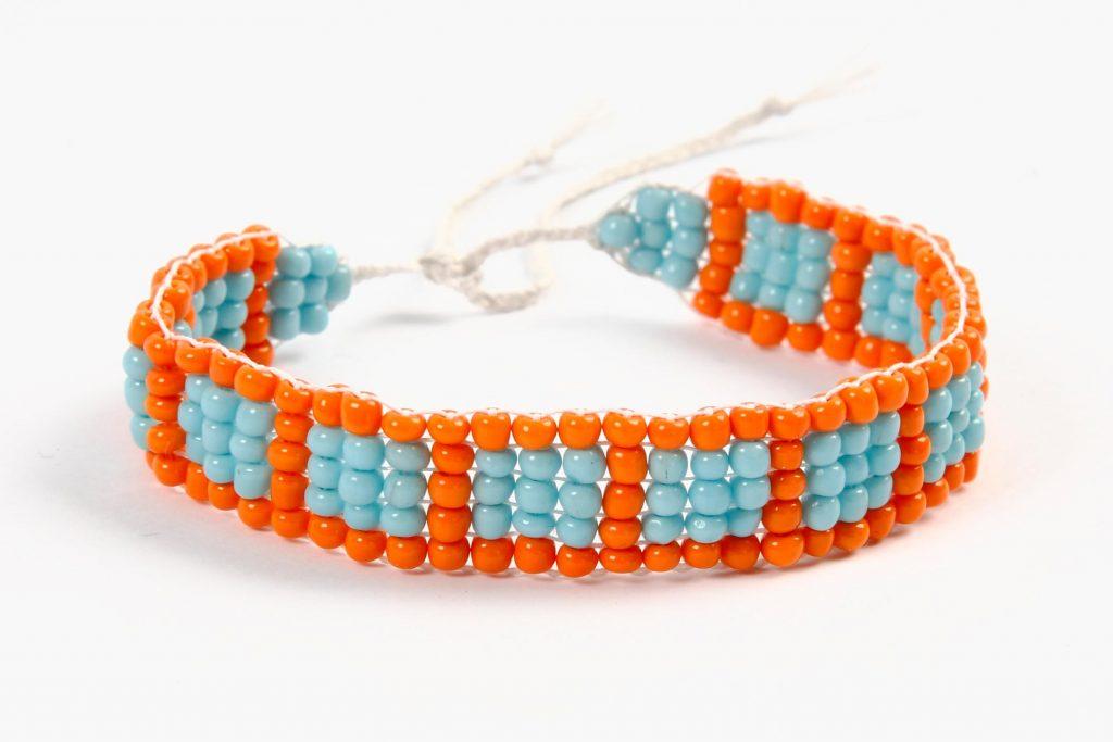 DIY sieraden maken armband op kralen weefraam