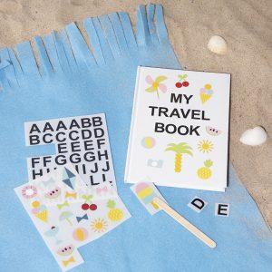 creatieve vakantie met kinderen - notitieboek met rub-on stickers