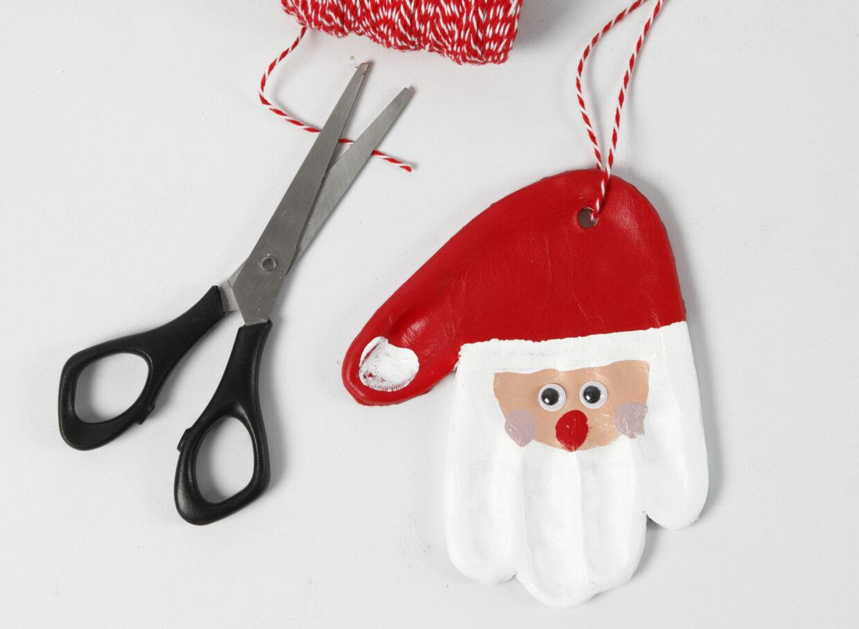 maak zelf kerstdecoraties van klei- kerstman