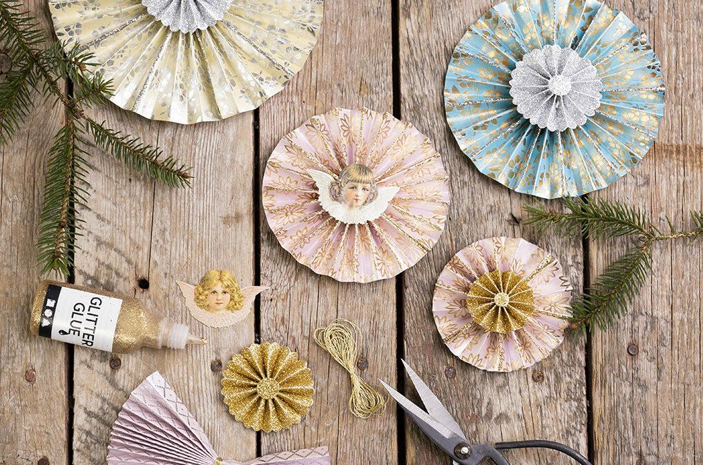 kerstknipsels voor jou met papier, karton en kleine decoraties